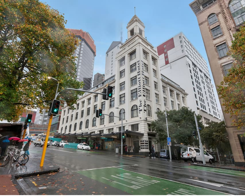 The apartment is convenient to everything in central Auckland, you will even find great coffee and plenty of dinning choices located on the ground floor of the same building!