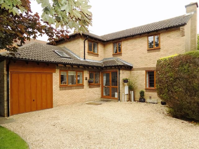 Detached Family Home F1/Grand Prix Accommodation