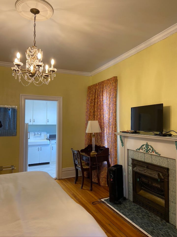Monthly/Weekly Cap Hill Furnished Studio-Suite #22