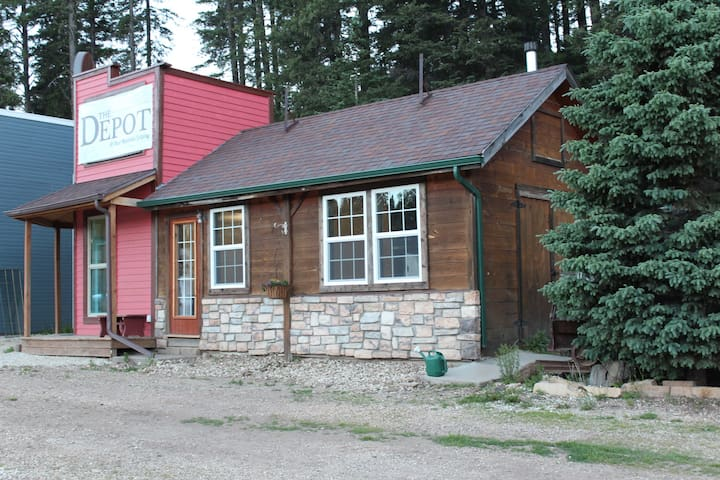 The Depot at Mad Mountain Lodging, Black Hills