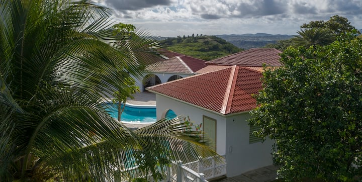 The Orchid Cottage.  Panoramic Views & Sea Breezes