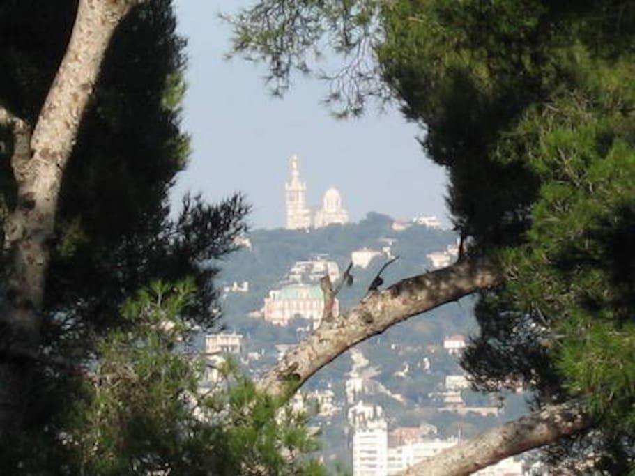 Vue de la terrasse sur Notre Dame de la Garde
