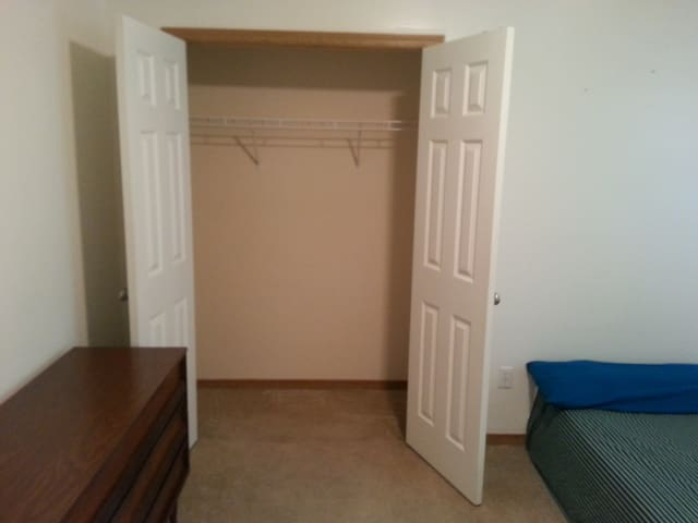 2 rooms, 1.5 bath...Alot to offer & affordable! - Kansas City - Complexo de Casas
