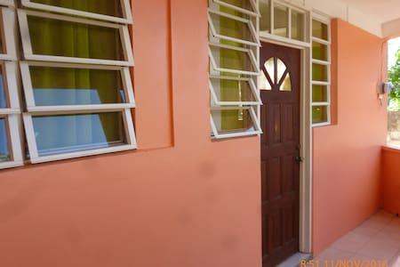 Top View Appartment/Roseau    Sibouli Appt - Roseau - Casa