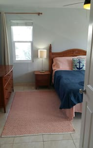 Cute and clean 1BD on Seven Mile! - George Town