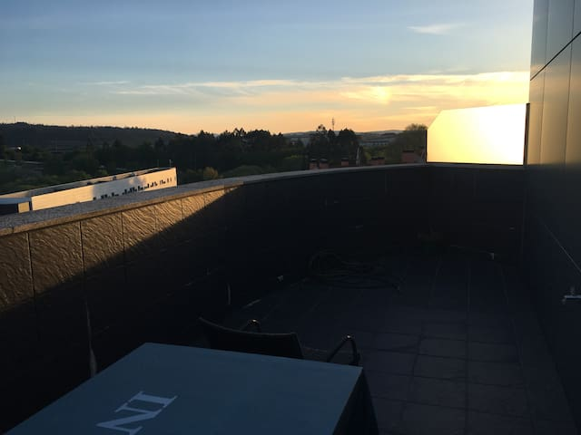 Piso con terraza a  minutos del centro de santiago - Santiago de Compostela - Apartament