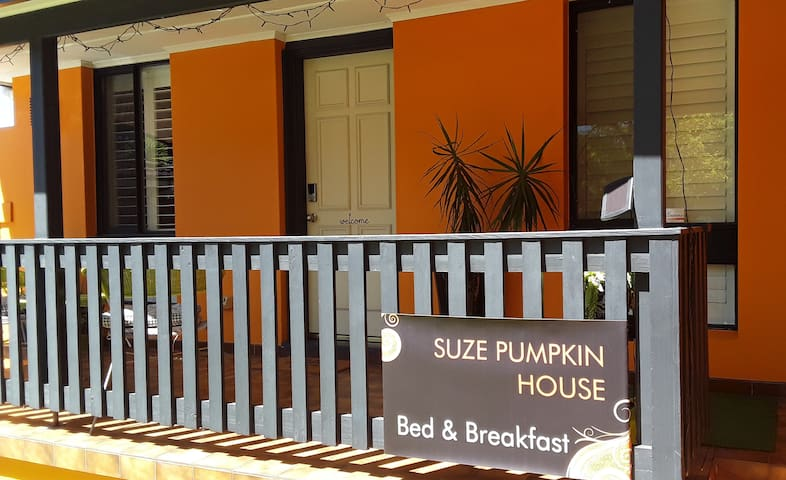 SUZE PUMPKIN HOUSE