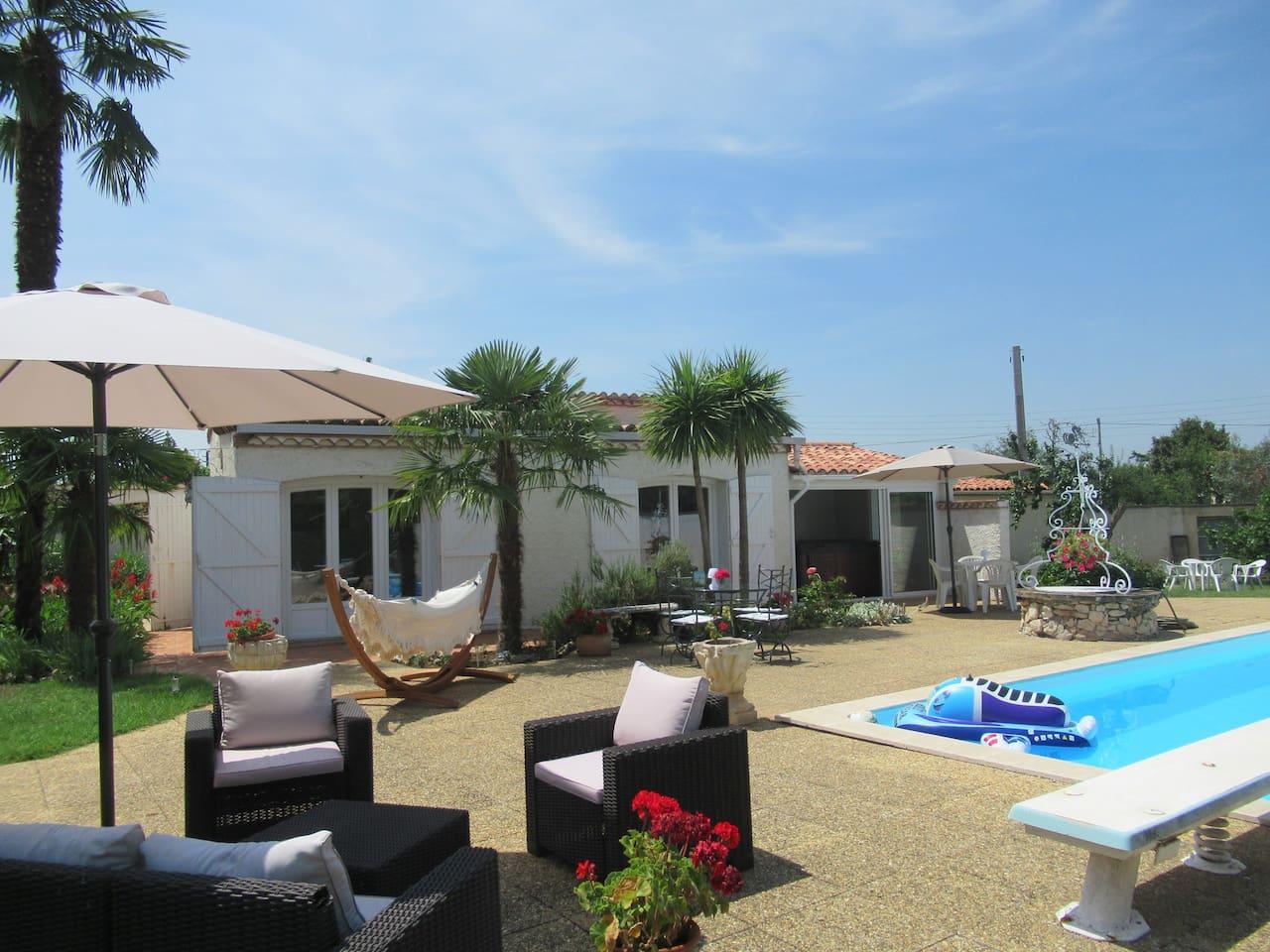 Le pavillon Ipanema : une touche d'exotisme au coeur de l'Occitanie. La piscine et le spa pour votre plaisir et votre confort.