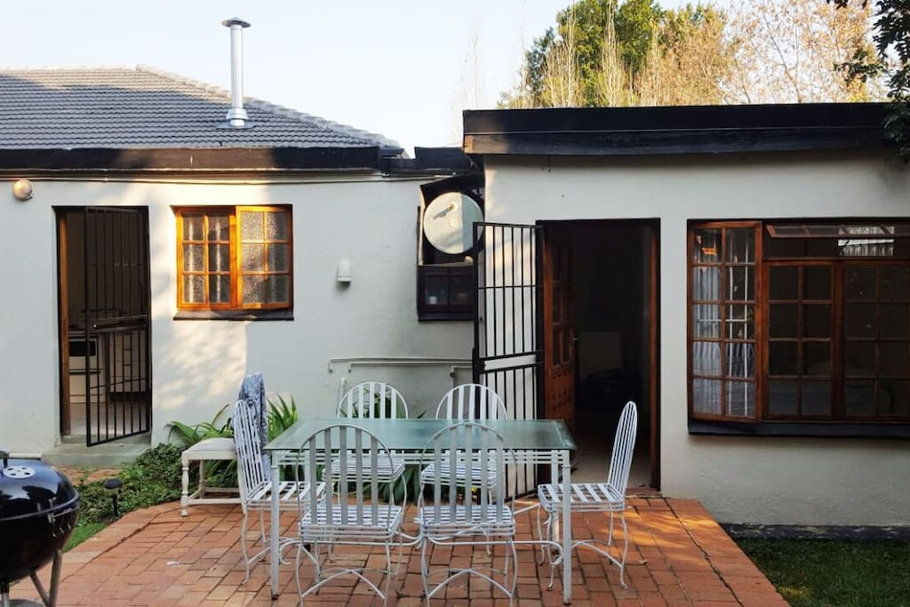 The cottage is open to the garden where you can enjoy a morning cup of coffee or enjoy the early evening hours