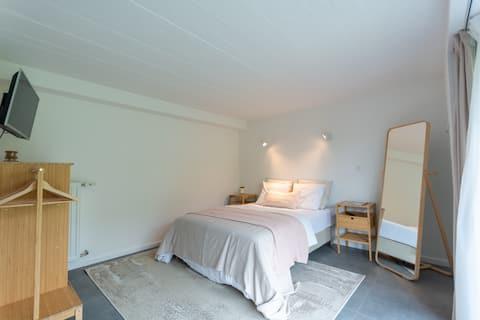 Très belle chambre d'ami avec accès indépendant
