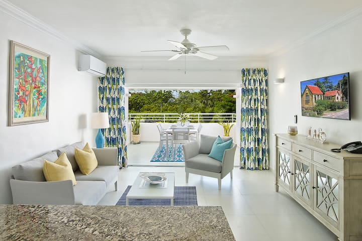 308 Beachfront One Bedroom Glitter Bay