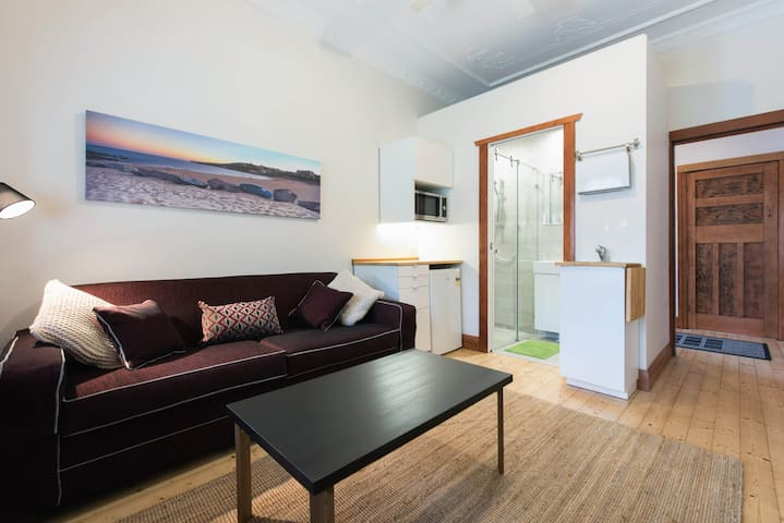 Coogee-1 brm apt, close to Beach City & Airport