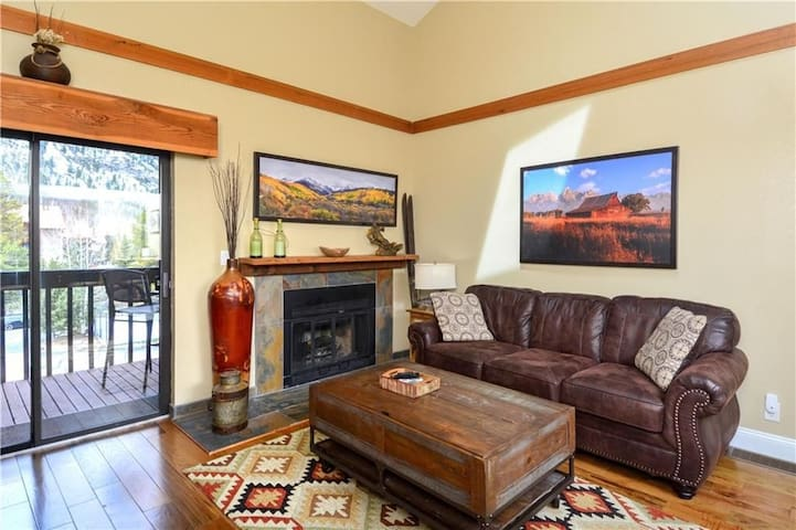 Perfect Mountainside Condo-Hot Tubs & W/D in unit