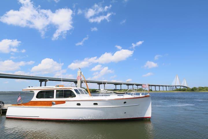 Sleep On A Vintage Yacht Downtown! - Charleston - Barco