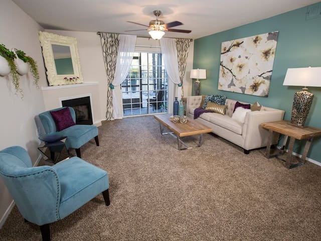 UPSCALE APARTMENT W/ 2 MASTER BEDROOMS ON BEACH