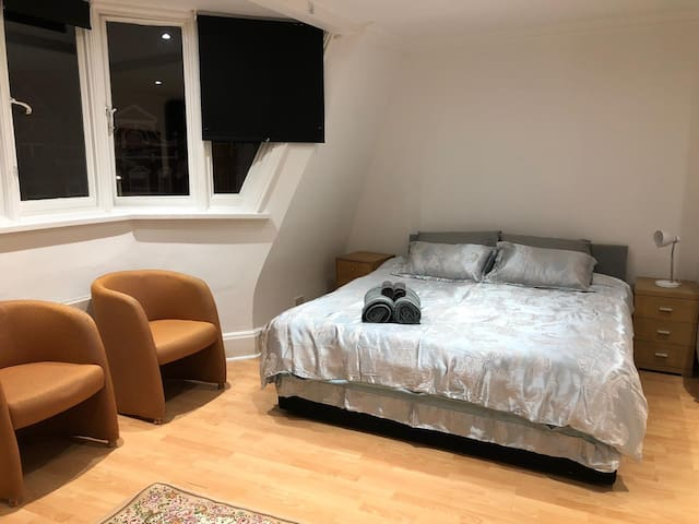 Penthouse Style Private Room @ Golders Green Stn