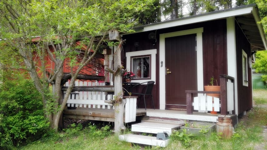 Lovely 1-room cottage close to nature