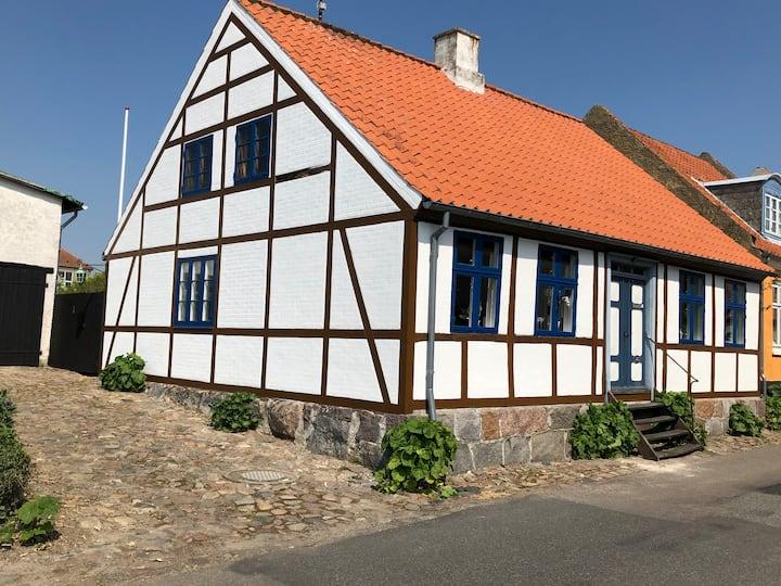 Charmerende hyggeligt byhus