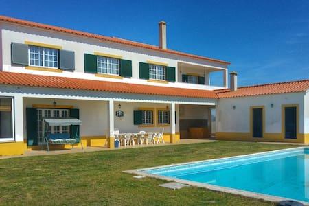 Moradia Familiar/family home 12pax.Piscina - Villa