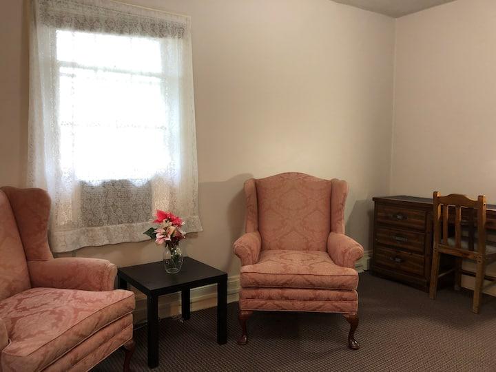 Pink - Room close to Cleveland Clinic, CSU, CWRU