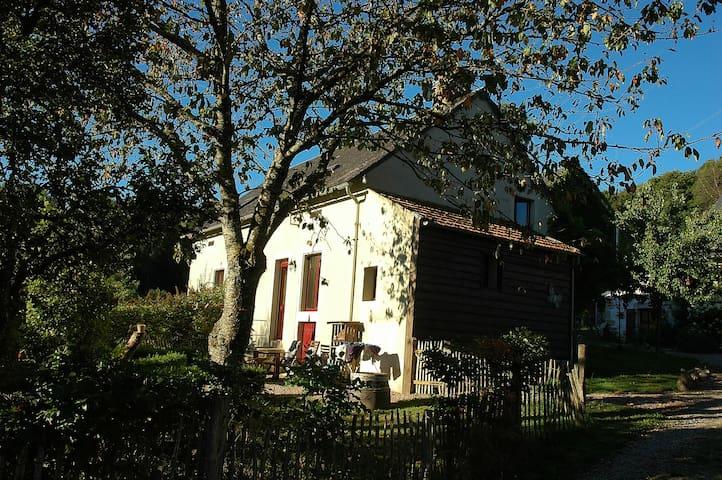 Gîte Les Eduens  op domein van Morvan Rustique - Saint-Prix - House