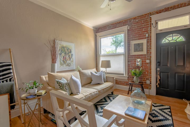 Beautiful, centrally located row home