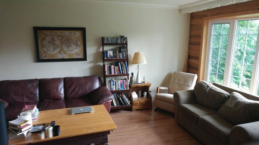 Affordable Clean Room in Quiet North End Home
