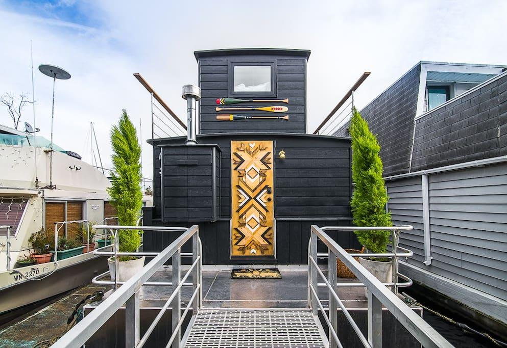 Seattle Lakeside Lovenest - Houseboats for Rent in Seattle ...