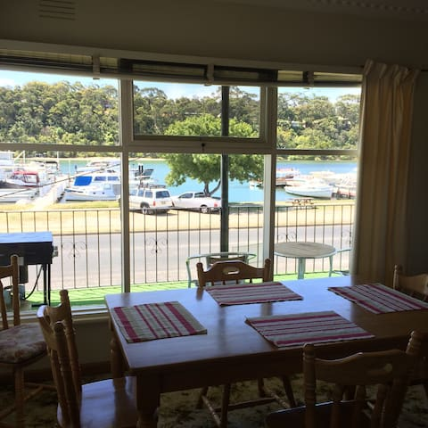 Waterfront Lakes view - Lakes Entrance - บ้าน
