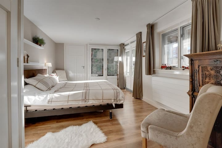 House with double bed & luxurious bathroom
