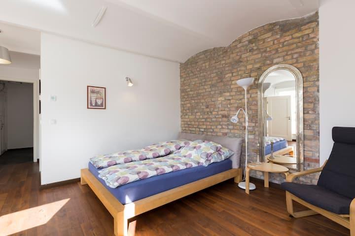 Schöne, helle Räume in Ku'Damm-Nähe mit Balkon