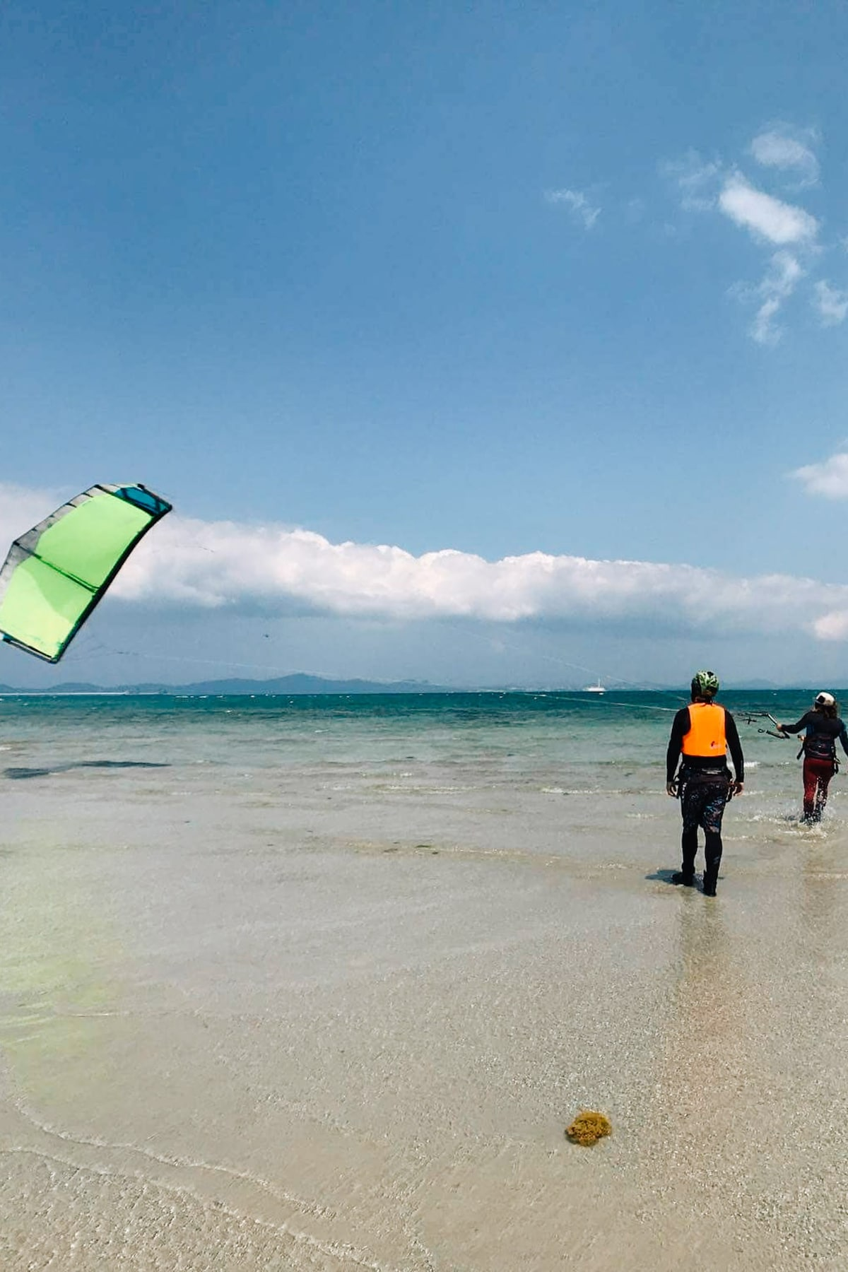 LIFES A BEACH CHANGING ROBE Adult size surf beach swimming jetski
