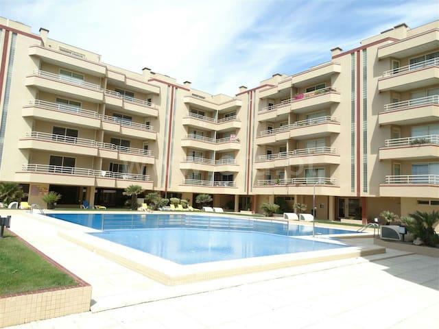 T0 condomínio fechado c/ healthclub - Ovar - Apartamento