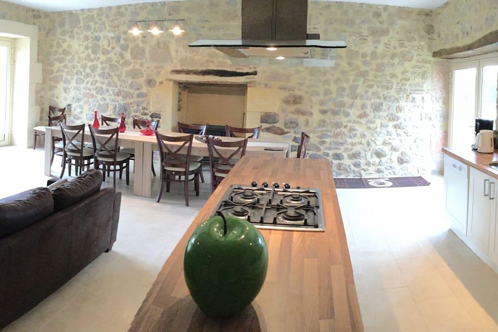 salle à manger, salon et cuisine équipée