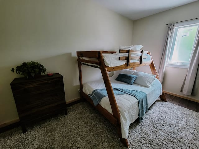 2nd bedroom with double bed on bottom and single on top.