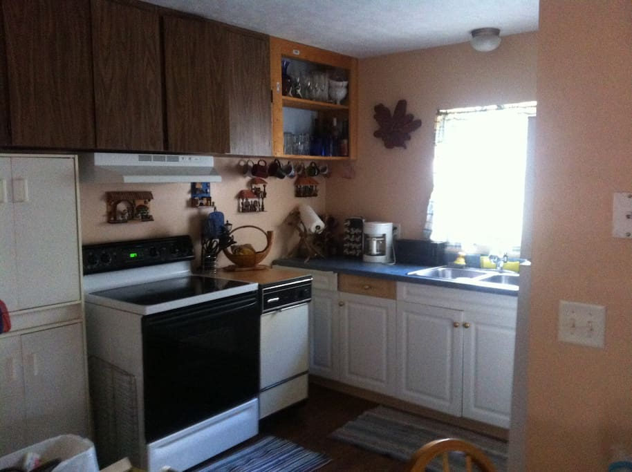 Great little kitchen we have prepared many Thanksgiving and Christmas meals here. Equipped with just about everything you need.