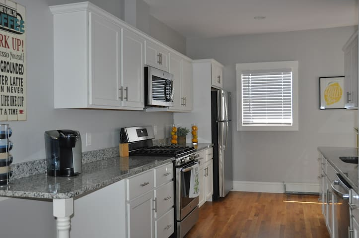 Luxury 3 BR Apt near Boston, Casino, Assembly Row