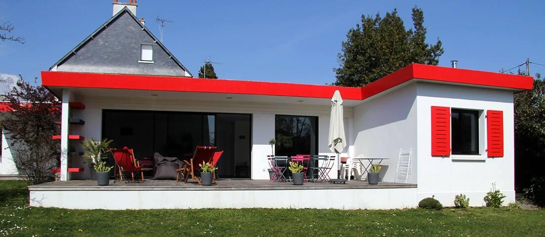Toënn Ruz (toit rouge en breton)