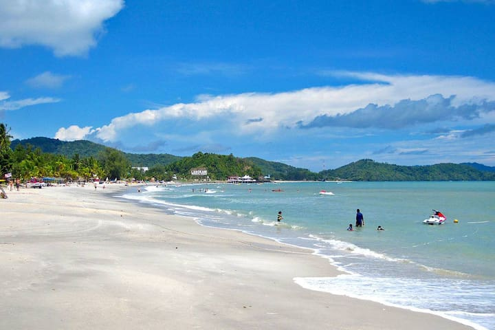 10 Min. WALKING distance Homestay to Cenang Beach