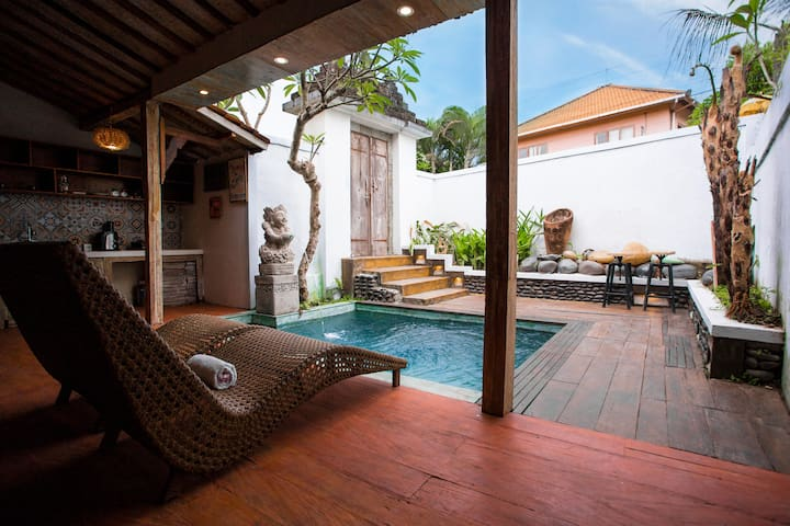 The Elephant House: wooden house with private pool