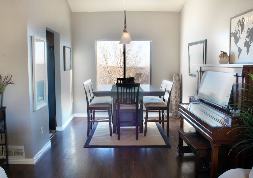 Dining room - share your musical talent (or lack of) with guests over dinner!