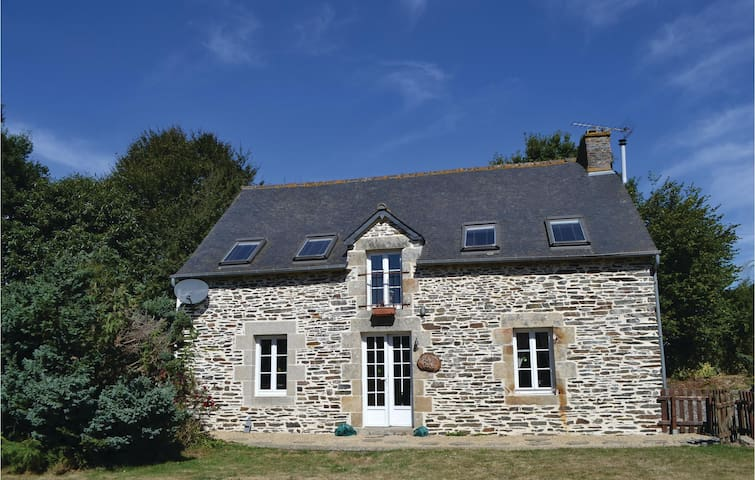Holiday cottage with 3 bedrooms on 110m² in Plessala