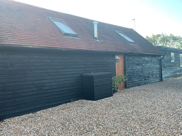 Quirky Barn Conversion Crowhurst Battle