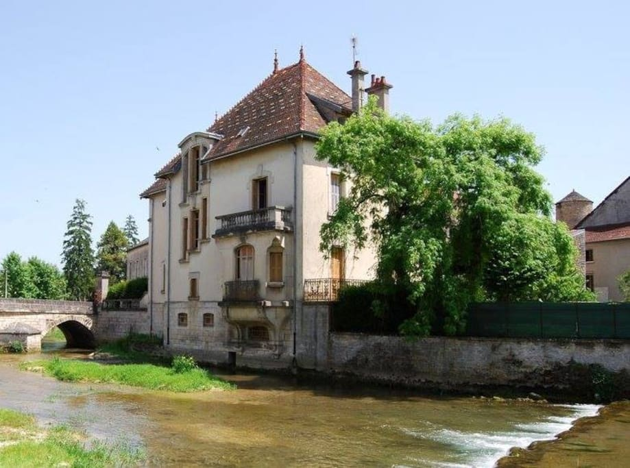 Chambre dans le domaine de l 39 le maisons louer is for Maison is sur tille