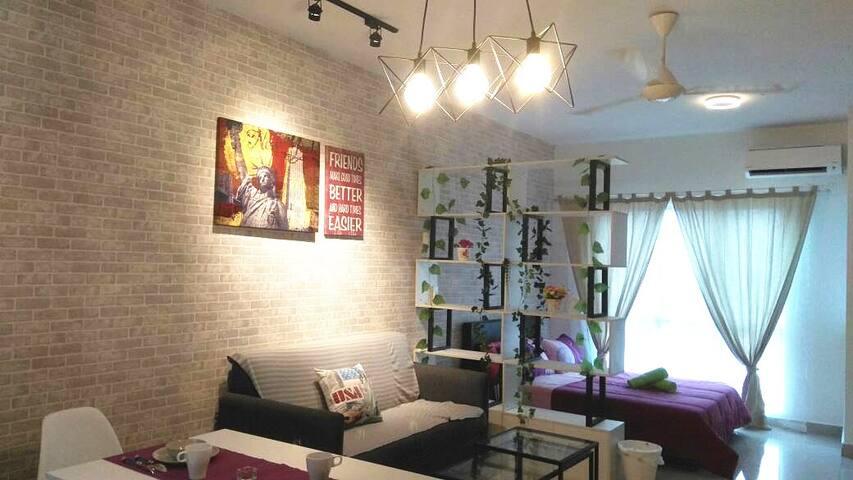 Comfortable Studio Suite @ Equine Galleria
