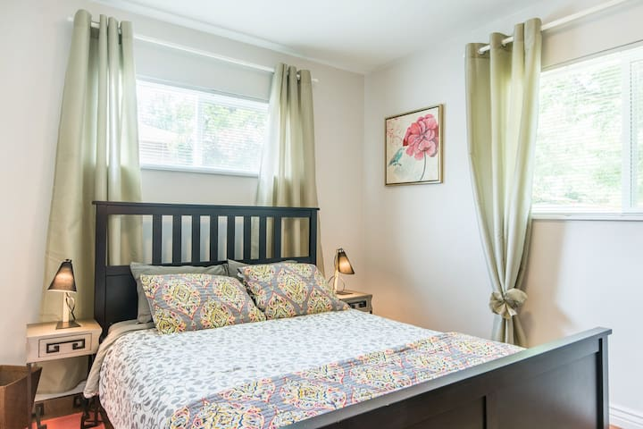 Cozy bedroom by Univ. of CO Med.Center, Light Rail