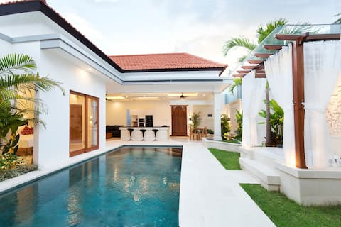Villa Mia Tiga in the Heart of Oberoi, Seminyak