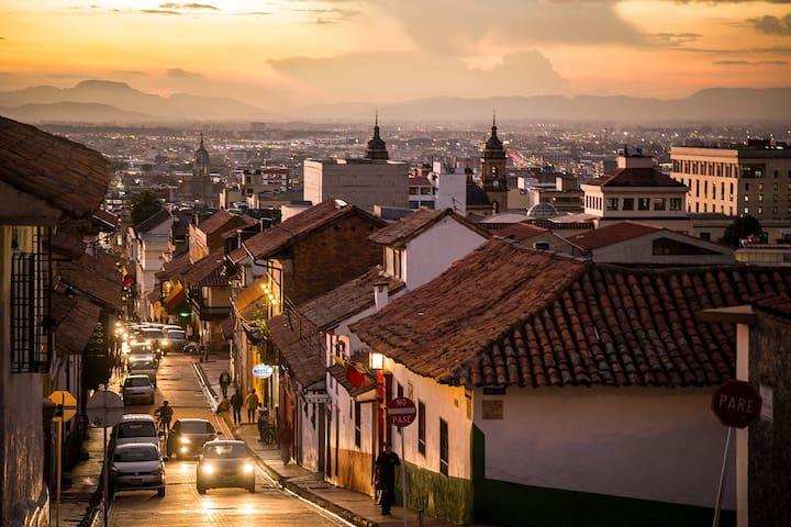 ¡Bienvenidos a La Candelaria! Centro Histórico - Bogotá - บ้าน