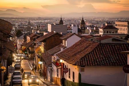 ¡Bienvenidos a La Candelaria! Centro Histórico - Bogotá - Dům