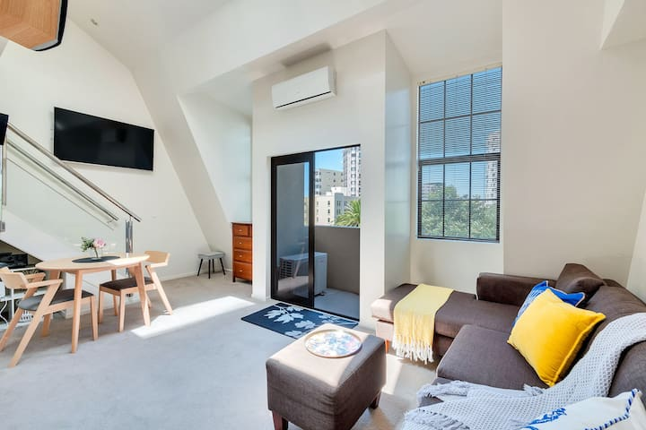 Central 3 bed, loft apartment in the CBD w Parking